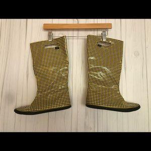 Sugar lightweight rain boots yellow plaid 8